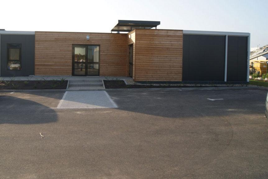 Structure modulaire avec habillage bois pour Stradest
