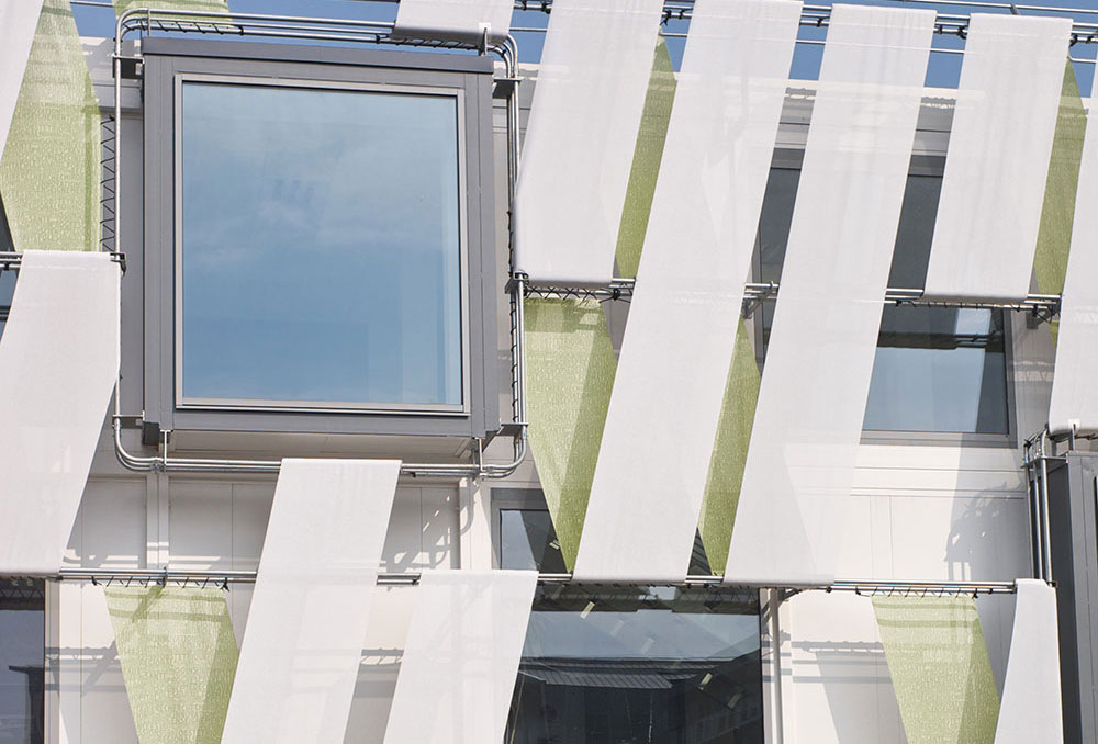 Vue extérieure des vestiaires du CHU de Caen réalisé en modulaire